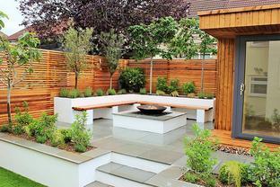 庭院设计:防腐木与廉价的石板简直就是花园里的最佳搭档